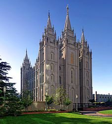 Salt_lake_temple_utah__sept_20042